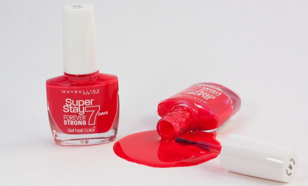 Как очистить от ткани лак для ногтей