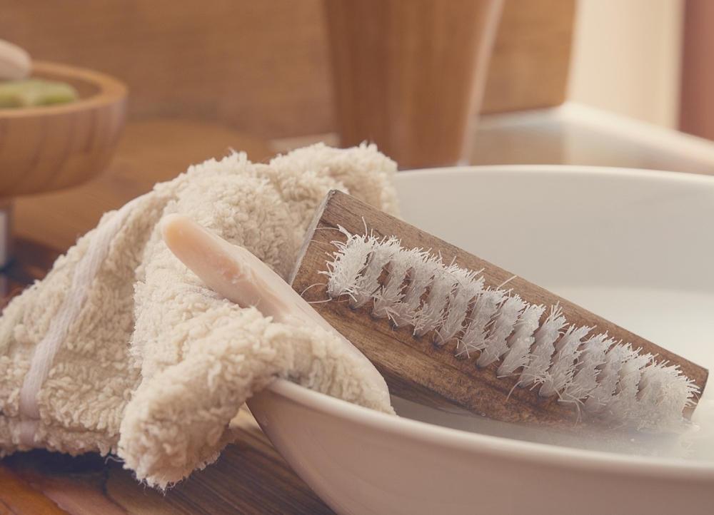 как вывести тональный крем с белой ткани